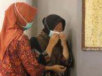Tri Rismaharini sesaat setelah menerima bantuan khusus dari BIN untuk penanganan covid-19 di Surabaya